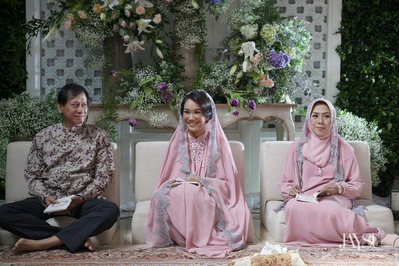 a-modern-javanese-wedding-with-an-indoor-garden-in-jakarta-1