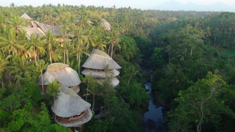 intimate-bamboo-tree-house-wedding-in-bali-1