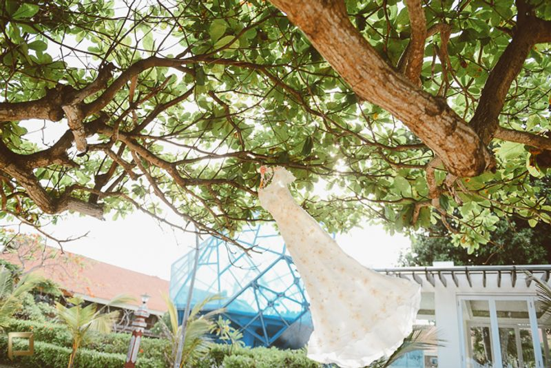 light-filled-intimate-garden-wedding-in-bali-1