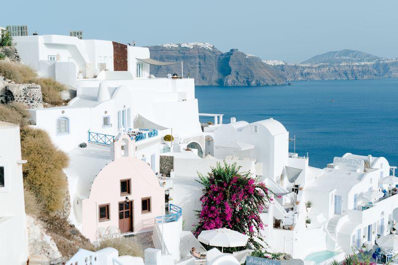 intimate-santorini-wedding-with-shades-of-ocean-blue-1