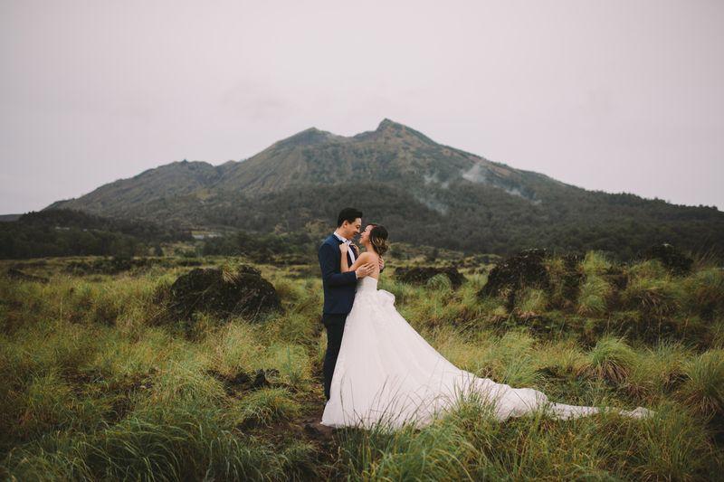 an-otherworldly-pre-wedding-photo-shoot-in-kintamani-bali-1
