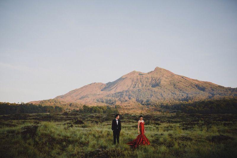 amorous-engagement-album-in-vast-bali-meadows-1