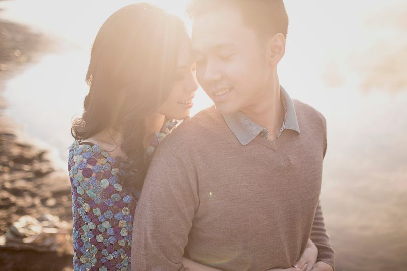 romantic-pre-wedding-photos-up-on-mount-bromo-1