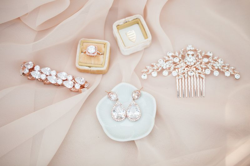 how-to-choose-the-right-bridal-accessories-1