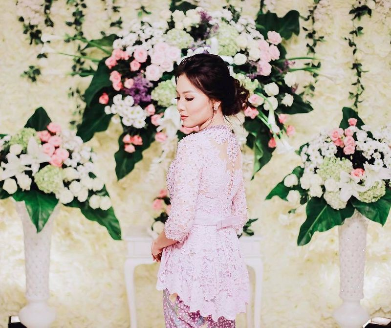 13-enchanting-kebaya-ideas-for-your-engagement-ceremony-1
