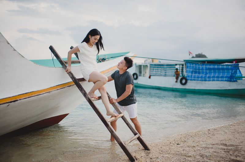 a-nature-loving-couples-engagement-shoot-on-komodo-island-1