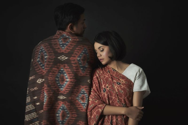 a-classy-studio-engagement-shoot-with-ethnic-elements-1