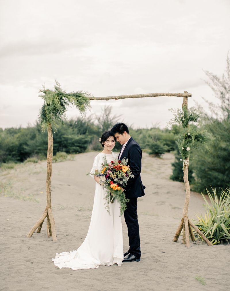 a-dreamy-outdoor-pre-wedding-photo-shoot-in-yogyakarta-1