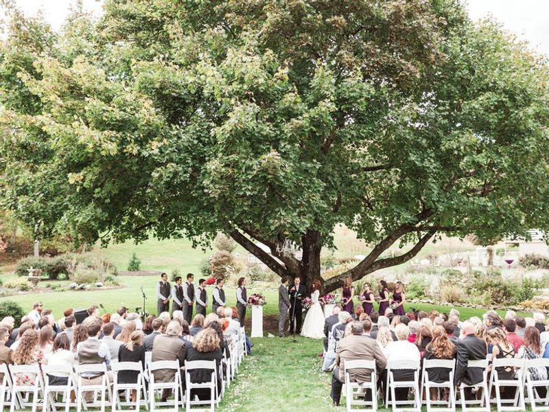 a-stress-free-guide-to-creating-a-wedding-guest-list-1