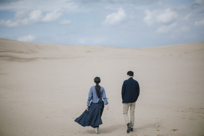 a-casual-pre-wedding-shoot-with-an-artistic-touch-in-japan-1