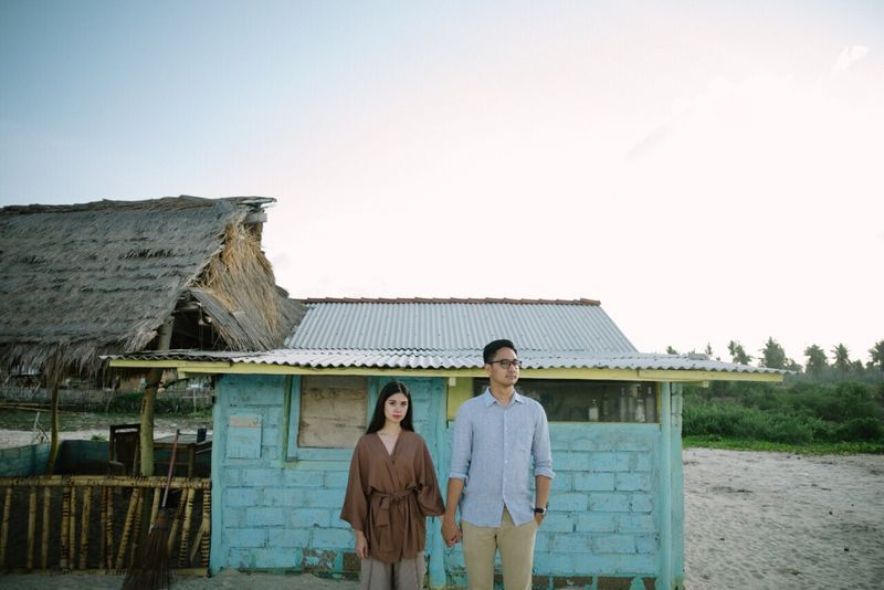 an-engagement-shoot-amid-the-scenic-landscapes-of-lombok-1