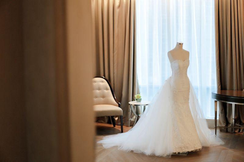 an-elegant-ballroom-wedding-at-raffles-jakarta-1