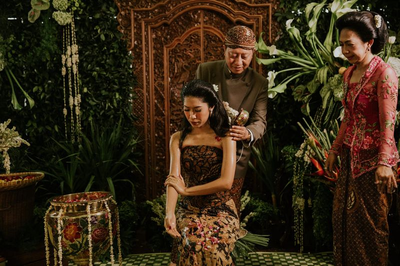 a-traditional-javanese-wedding-with-shades-of-green-1
