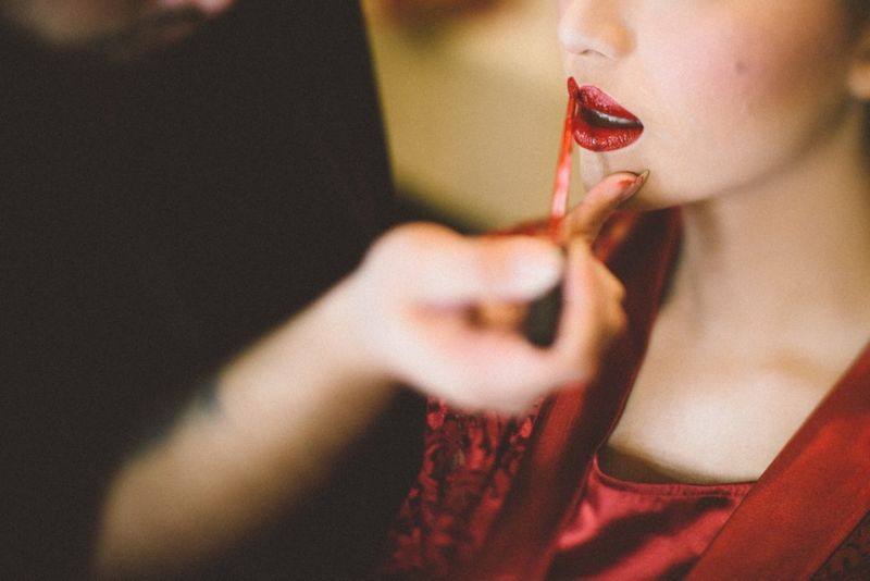 10-tips-on-picking-the-right-makeup-artist-for-your-wedding-1