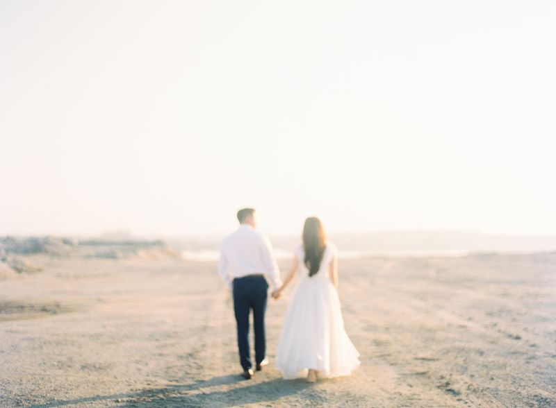 an-airy-engagement-shoot-by-the-beach-1