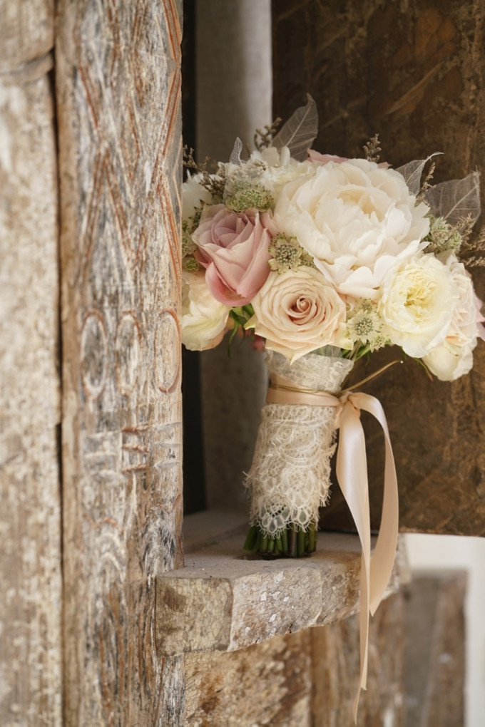An elegant flowery wedding with shades of blush and for Flowers for champagne wedding dress