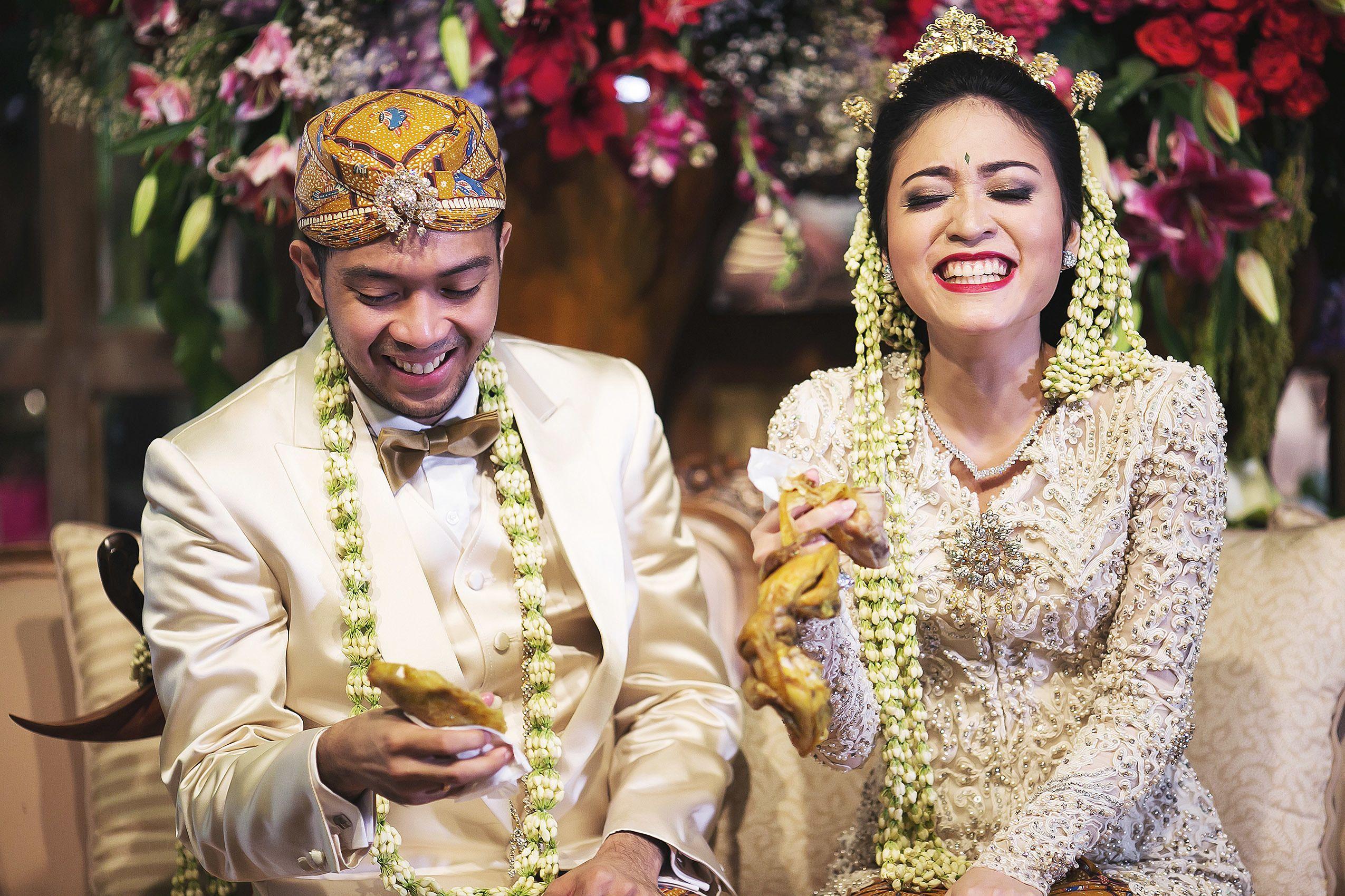 Checklist Foto Pernikahan: Momen Bersama Pasangan Image 19
