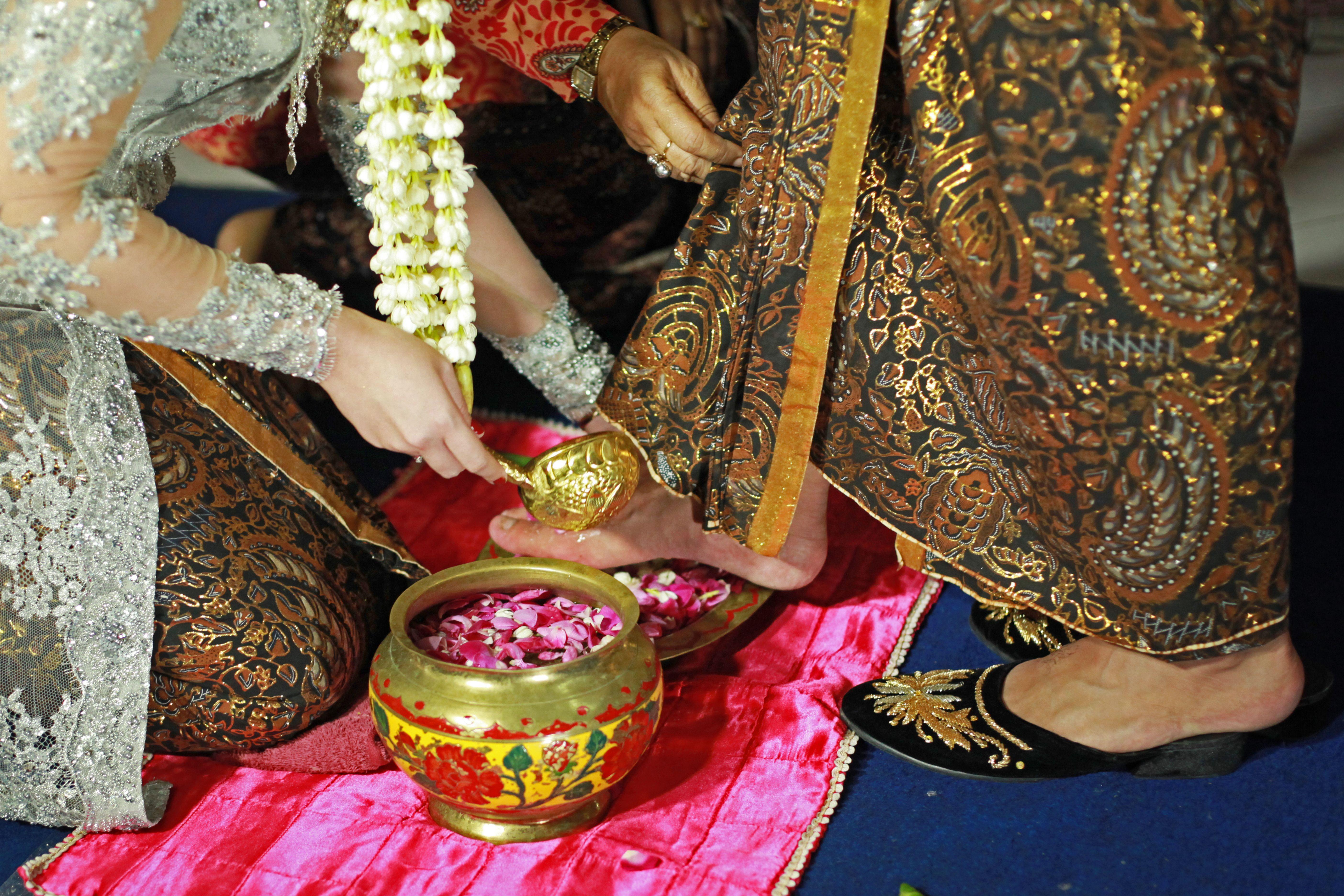Checklist Foto Pernikahan: Momen Bersama Pasangan Image 20